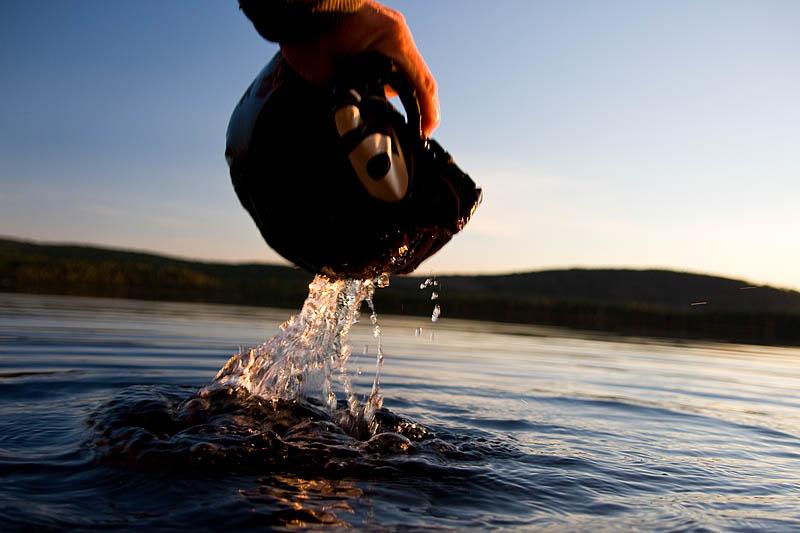 Drysack från www.nortstar.se testas i sjön och håller helt tätt! Riktigt imponerad!