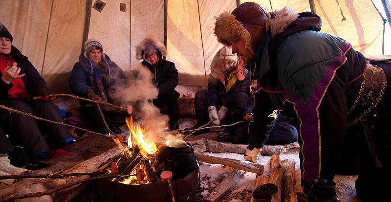 Kokkaffe-tältkåta-vintermarknade